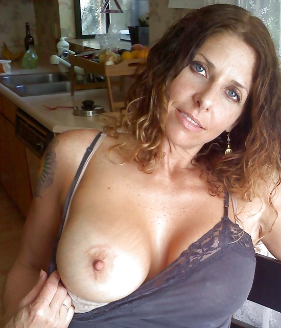 Nude modle showing full body vedio